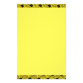 Snäcka- och blommagult brevpapper
