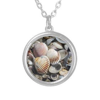 snäckor på stranden silverpläterat halsband