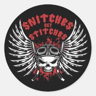 Snitches får syr runt klistermärke