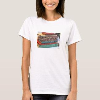 Snitt till bibliotekexibit en brist av logik tee shirt