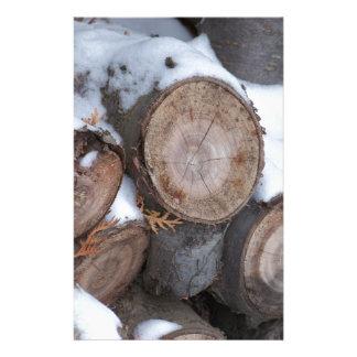 Snö täckt Wood hög Brevpapper