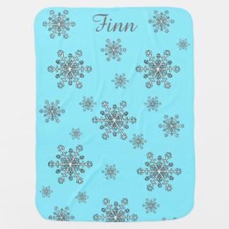 Snöflingor i silvervit och blått bebisfilt