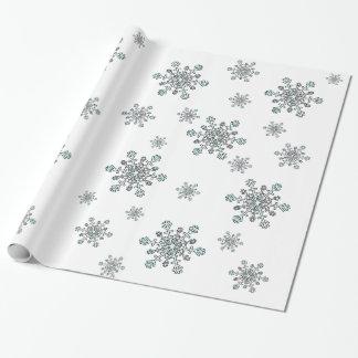 Snöflingor i silvervit och blått på vit presentpapper