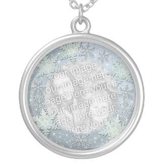 Snöflingor på is gränsar lägg till bild silverpläterat halsband