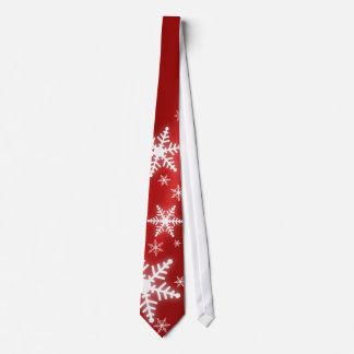 Snöflingor på röd tie slips