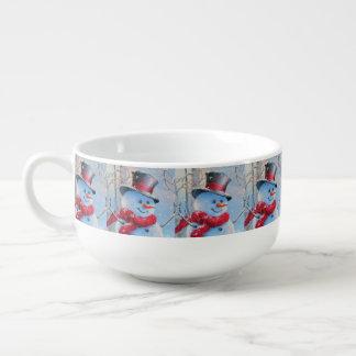Snögubbe i skogen stor kopp för soppa