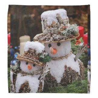 Snögubbear som ha på sig den Pinecone hatten Bandanna