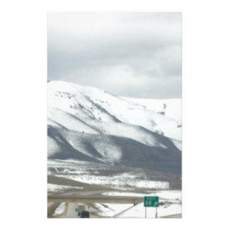 snöig berg brevpapper