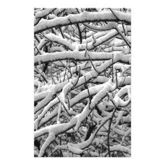 Snöig grenar brevpapper