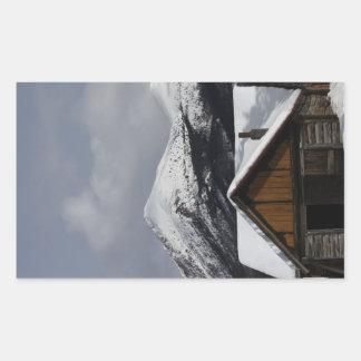 Snöig kabin rektangulärt klistermärke