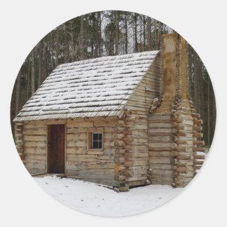 Snöig kabin runt klistermärke