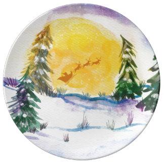 Snöig skog med jultomtenpulkan porslinstallrik