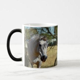 Snövit hästen, magisk mugg