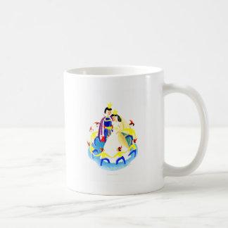 Snövit och sjuna ställa i skuggan trycket för kaffemugg