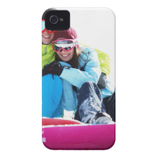 Snowboarderen kopplar ihop sitta på snö iPhone 4 case