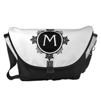 SnowflakekranMonogram i svartvitt Messenger Bag