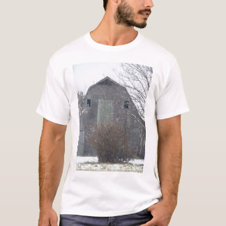 Snowing på den gammala ladugården t shirts