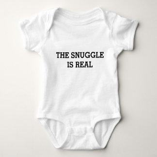 Snugglen är verklig: Rolig baby T-shirt
