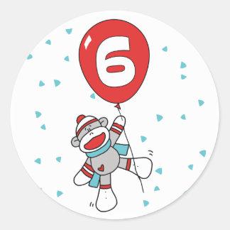 Sockmonkey 6efödelsedag runt klistermärke