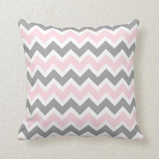 Soffan för dekoren för rosa- och grå färgsparren kudde