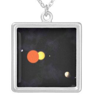 Sol- system med en binär stjärna och fyra planet silverpläterat halsband
