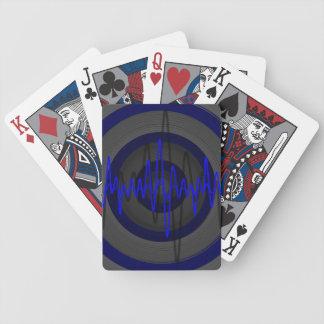 Solid blåttmörk som leker kort spelkort