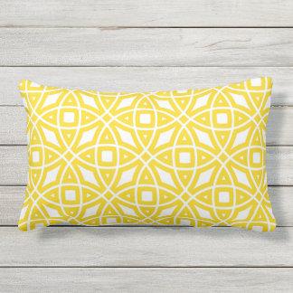 Solig gult för östligt geometriskt mönster lumbarkudde