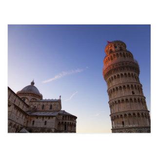 Solljus på det bästa av det lutande torn av Pisa Vykort