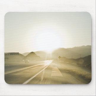 Solljus på vägen musmatta