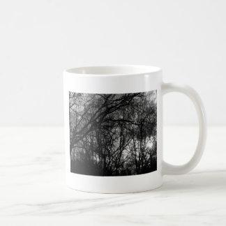Solnedgång i skog kaffemugg