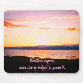 Solnedgång och Motivational citationstecken Musmatta