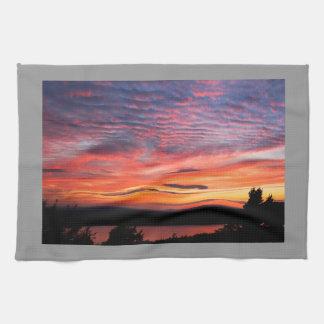 Solnedgång över örn nationalpark för sjöAcadia Kökshanddukar