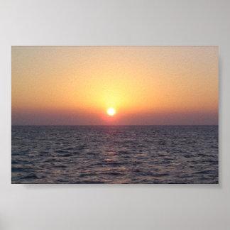 Solnedgång över vatten poster