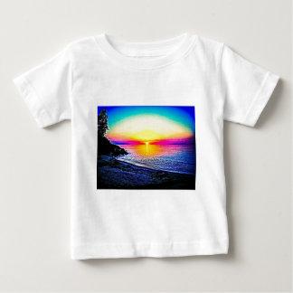 Solnedgång över vatten t shirt