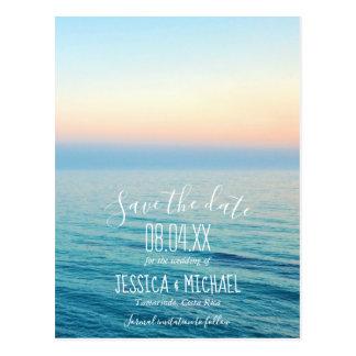 Solnedgång på strandbröllop spara datum vykort