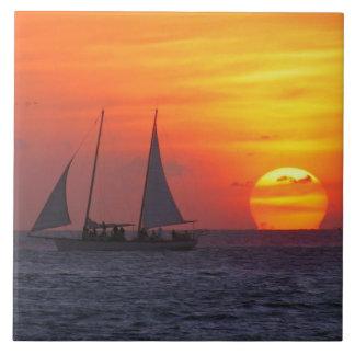 Solnedgången belägger med tegel kakelplatta