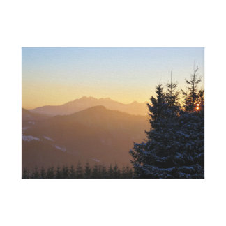 Solnedgången beskådar av de Tatras bergen Canvastryck