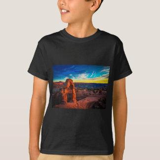 Solnedgången på bågar parkerar t-shirts