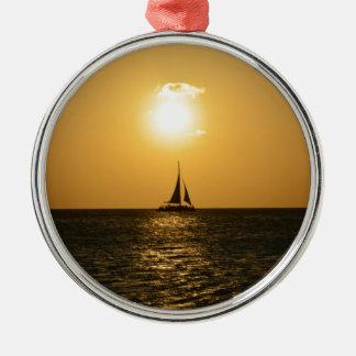 Solnedgången seglar julgransprydnad metall