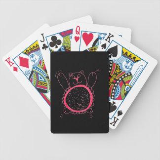 Solrosbjörn som leker kort spelkort