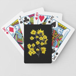 Solrosor över svart spelkort