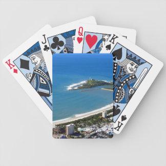 Solskenkusten som leker kort spelkort