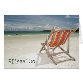 Solstol på vitsanden av den Samui stranden Hälsningskort