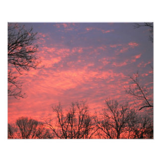 Soluppgång med livliga moln foton