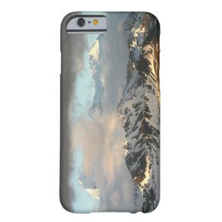 Soluppgång över bergskedjorna på söder 2 barely there iPhone 6 skal