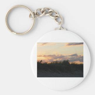 soluppgång över dynerna av uddtorsk rund nyckelring