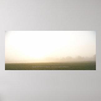 Soluppgång på en dimmig morgon poster