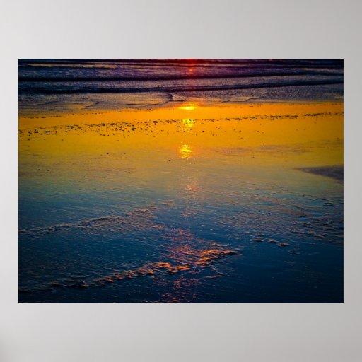 Soluppgång som reflekterar på stranden & kusten print