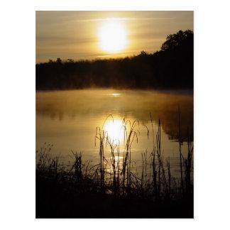 Soluppgång vykort för sjöreflexion