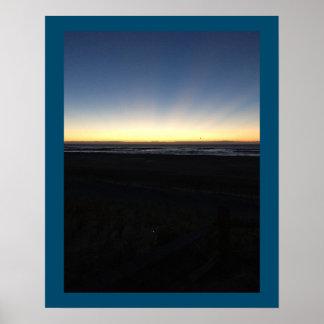 Soluppgången börjar vid hav poster